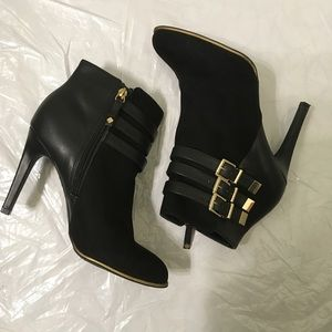 Sam & Libby | Belt Buckle Ankle Heeled Booties sz8